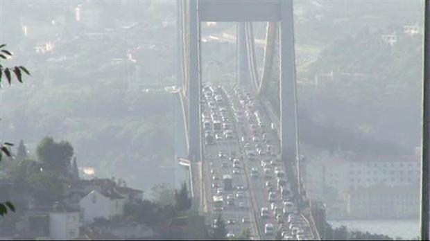 Boğaziçi Köprüsü`nde intihar trafiği  Foto no 1